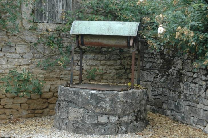 photo azay le br l 79400 puits du bourg d 39 azay azay le br l 52285. Black Bedroom Furniture Sets. Home Design Ideas