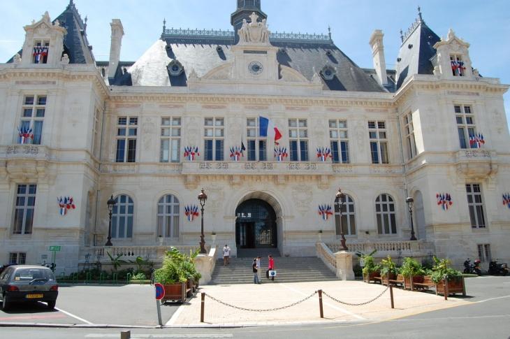 Photo niort 79000 hotel de ville niort 23797 for Cash piscine 79000 niort