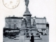 Statue-Fontaine de la place Saint Jean, vers 1906 (carte postale ancienne).