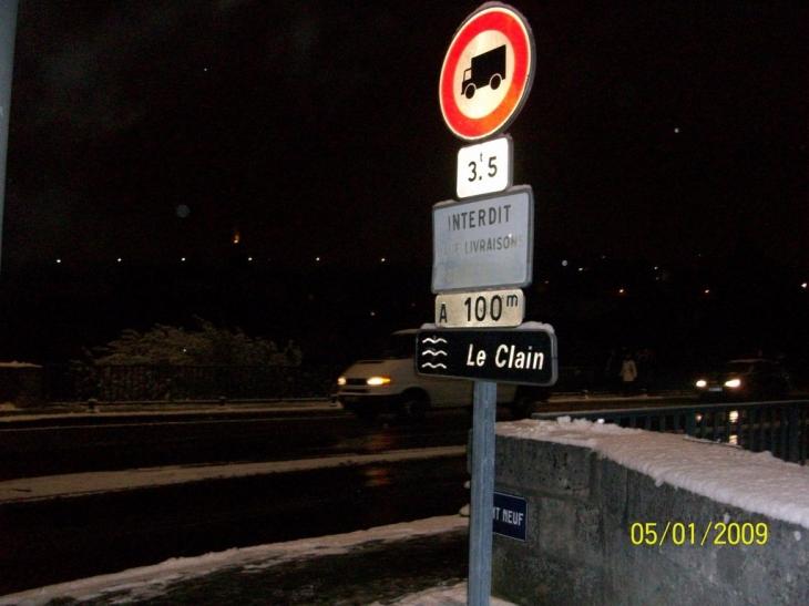 Photo poitiers 86000 le pont neuf sous la neige for Plan de la vienne 86000