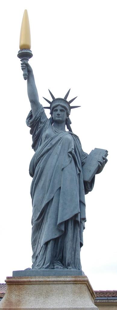 Photo poitiers 86000 la statue de la libert for Plan de la vienne 86000