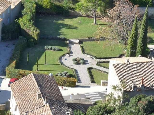 photo les baux de provence 13520 jardin du pavillon de la reine jeanne vu du haut des baux. Black Bedroom Furniture Sets. Home Design Ideas