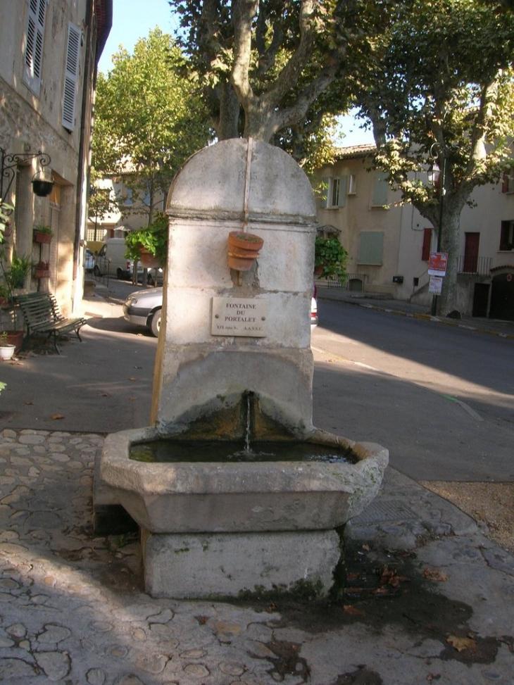 Photo saint cannat 13760 fontaine de st cannat for Astral piscine st cannat