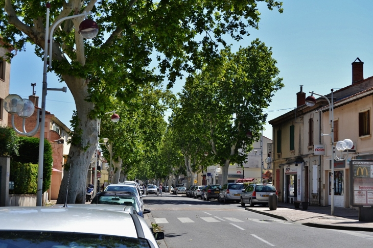 Photo saint martin de crau 13310 centre ville for Piscine saint martin de crau