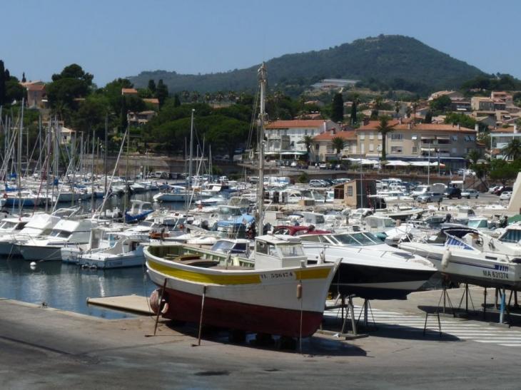 Photo carqueiranne 83320 le port des salettes carqueiranne 69025 - Coiffeur du port carqueiranne ...