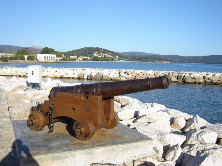 Photo la londe les maures 83250 sur le port la - Chambre d hotes la londe les maures ...