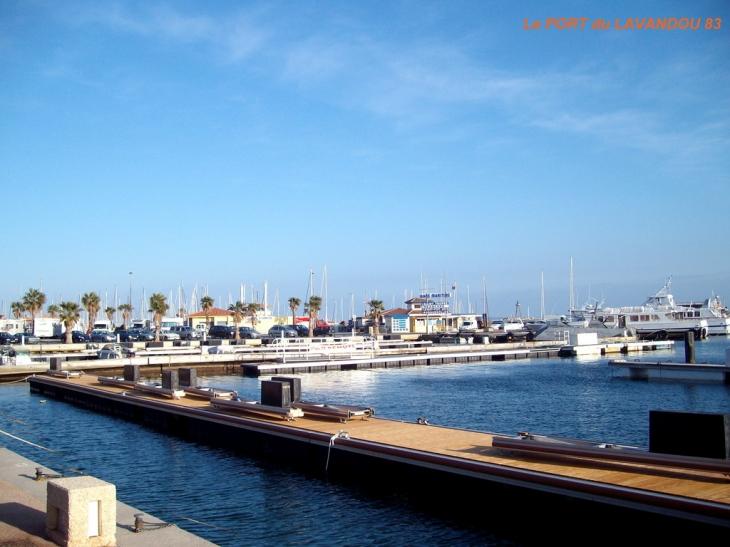Photo le lavandou 83980 port de plaisance le lavandou 58451 - Restaurant le lavandou port ...