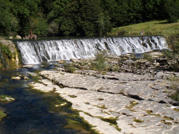 Photo bellegarde sur valserine 01200 chute d 39 eau for Piscine bellegarde sur valserine