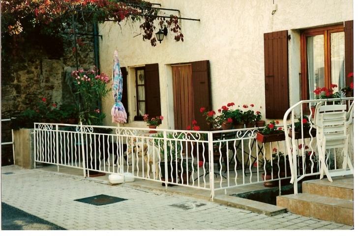 Photo saint and ol de vals 07600 une maison du village saint and ol de vals 25923 - Meteo st joseph des bancs ...