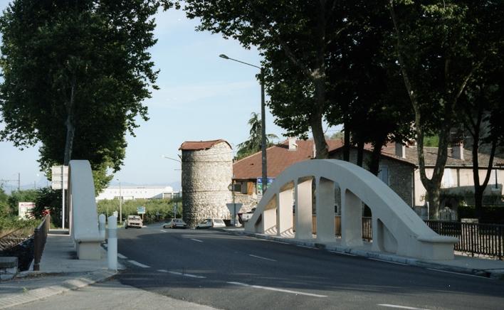 Photo saint p ray 07130 la beylesse pont sur le for Cash piscine st peray