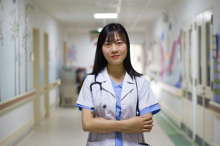 journée mondiale contre l'hépatite : médecin