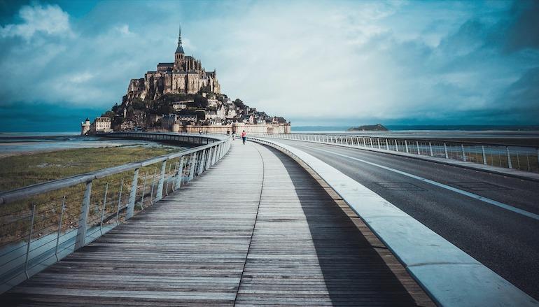 https://pixabay.com/photos/castle-france-le-mont-saint-michel-1149756/